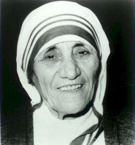 Madre Teresa de Calcuta, otro ejemplo a seguir para muchas personas en este mundo. Ella sí que recibió el Premio Nobel de la Paz, pero ella pidió que no se realizase ningún banquete para celebrarlo (como se hacía en otras ocasiones), y que el dinero de dicho banquete fuese destinado a alimentar a los más pobres.